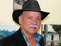 Un líder comunal detrás de los artistas de Soacha y el país