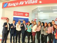 Alcalde acompaña apertura de oficina express de entidad bancaria