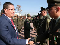 Alcaldía participa en condecoración de policías