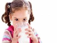 ¿Es malo seguir bebiendo leche cuando nos hacemos adultos?