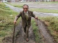 El hombre que se volvió viejo defendiendo un pedazo de tierra
