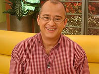 Jota Mario Valencia, hombre de éxito que cumple 62 años