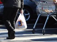 A partir del 2019, tenderos deberán entregar bolsas plásticas de colores para reciclaje