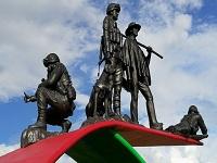 En la vía a Girardot se inauguró monumento a los héroes del Sumapaz
