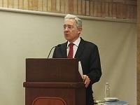 Uribe deberá responder por masacres en Antioquia