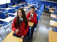 Colegios de Bogotá recibirán dotación mobiliaria y tecnológica