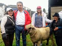 Alcaldía de Soacha entrega ovejas preñadas a campesinos
