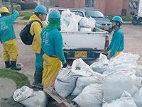 Más de 3 mil toneladas de basura, plásticos, desechos y envases sacan del alcantarillado de Soacha