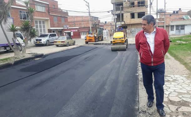 Alcalde supervisa obras de reparcheo