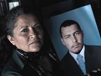 Madre de Soacha recibe vivienda propia  donada por Gustavo Bolívar