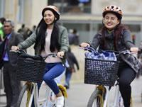 Mujeres usan menos el transporte público en Bogotá