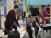 Escuelas estadounidenses ofrecen empleo a educadores colombianos