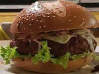 En Soacha se organiza concurso que invita a comerse en tiempo record  una megahamburguesa