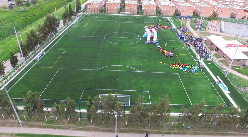 Nuevo campo sintético de fútbol para la comuna cinco de Soacha