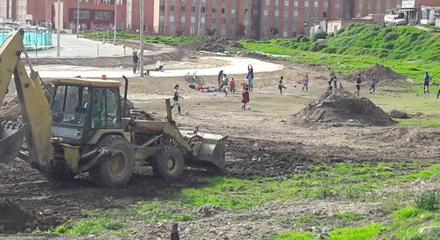 Constructoras desaparecen campo deportivo en Soacha