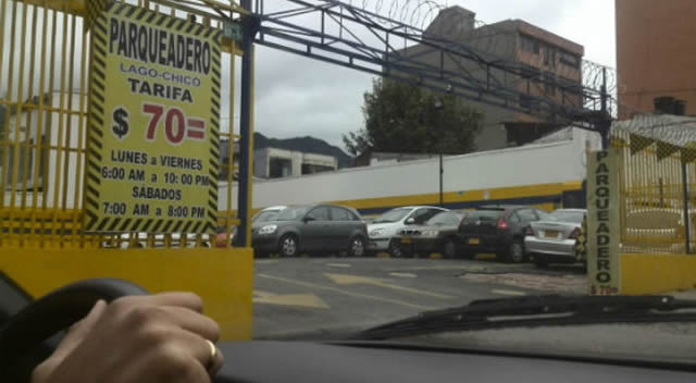 Actualizan tarifas de parqueaderos en Bogotá