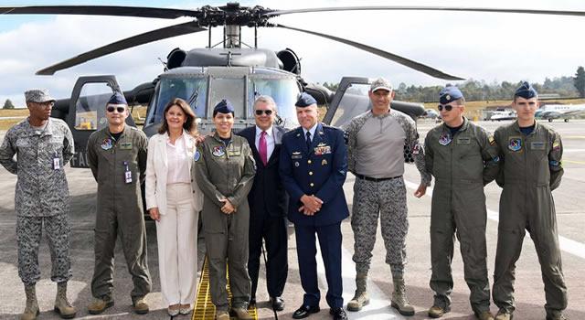 Alejandra Charry, la primer mujer piloto de un helicóptero Black Hawk