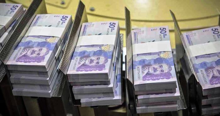 Argentina y Colombia son los países con las monedas más desvalorizadas en un año