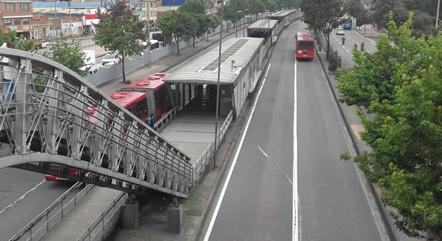 Vehículo que invade carril de Transmilenio mata a peatón en la calle 80