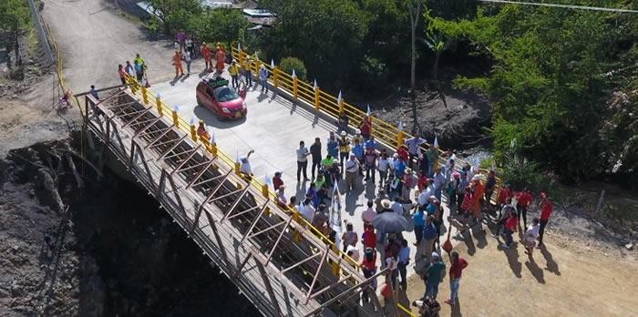 En tiempo récord construido y habilitado puente en  La Palma