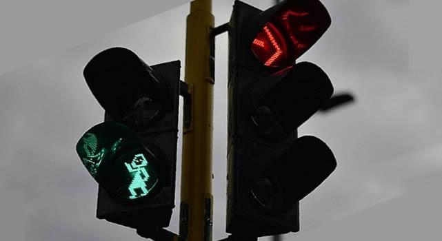 Inicia instalación de contadores regresivos en semáforos peatonales en Bogotá