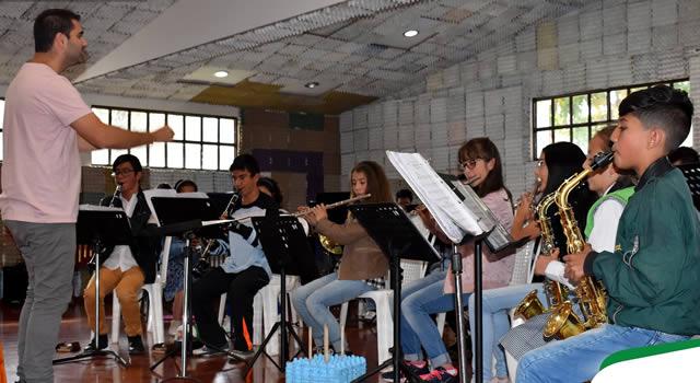 Maestro sinfónico español Francisco Mengual visita a Sibaté