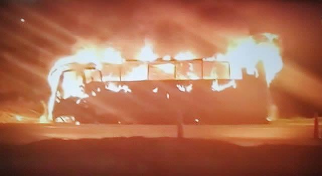 Incendian bus de Autofusa cerca del peaje de Chusacá en Soacha