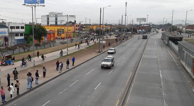 Soacha sigue sin transporte público, un carro fue apedreado en Compartir