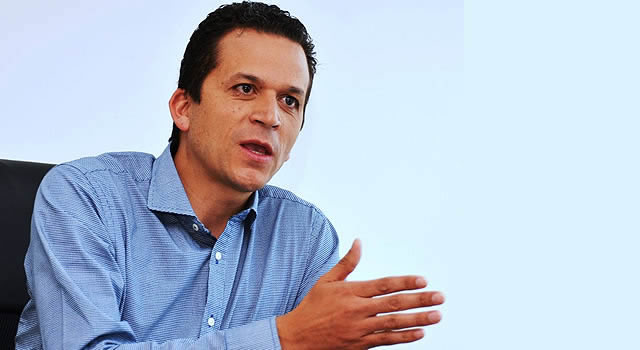 Candidato Saldarriaga denuncia guerra sucia con panfletos falsos en su contra