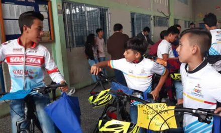 Se entregan 100 bicicletas a niños y jóvenes de Soacha