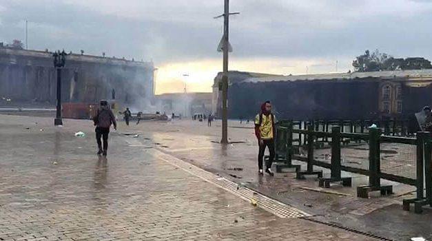 A punta de gases dispersaron cacerolazo en la Plaza de Bolívar