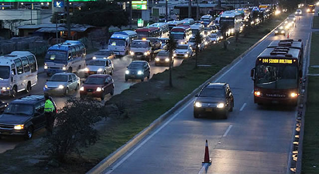 Polémica en Soacha por uso de carril de  Transmilenio para particulares