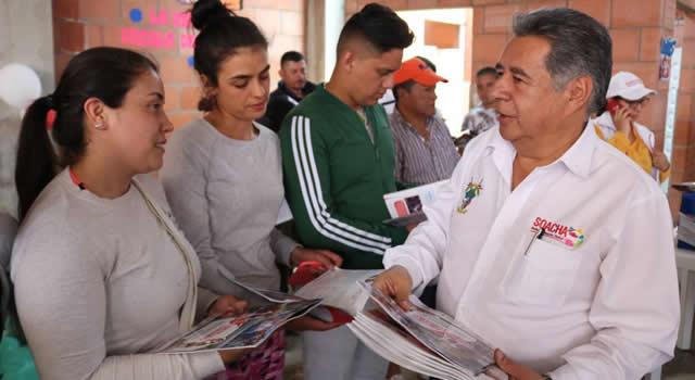 Puerta a puerta, alcalde y servidores públicos de la Alcaldía de Soacha entregaron informe de gestión a la ciudadanía