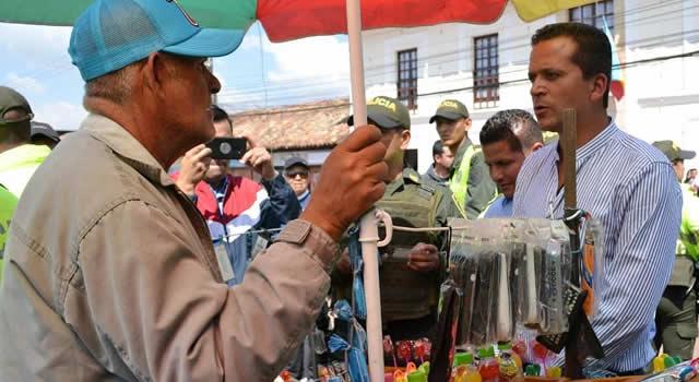 Saldarriaga notificó personalmente a vendedores para que se retiren de las calles