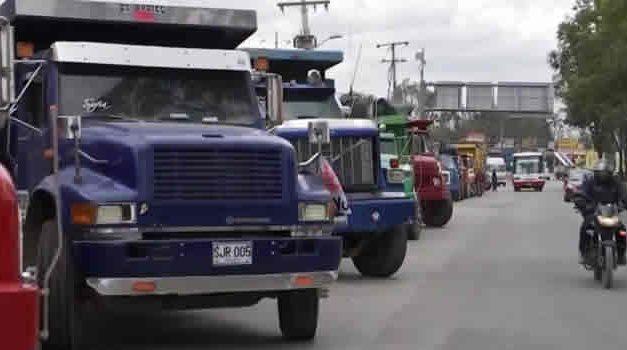 Posibles bloqueos en la autopista Sur en Soacha por paro camionero