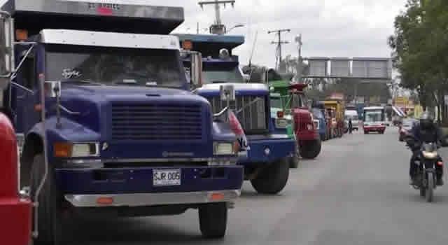 Camioneros  anuncian paro  por nuevos peajes en  Cundinamarca