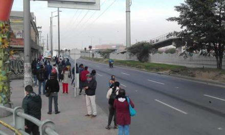 Trabajadores  llenan las calles de Soacha en el cuarto día de toque de queda