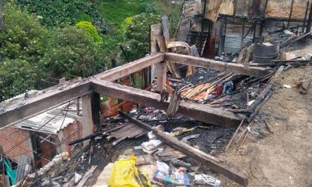 Las familias que lo perdieron todo luego del incendio de tres viviendas en Soacha