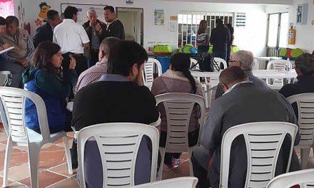Líderes y habitantes de la comuna uno de Soacha socializan problemáticas con el gobierno municipal