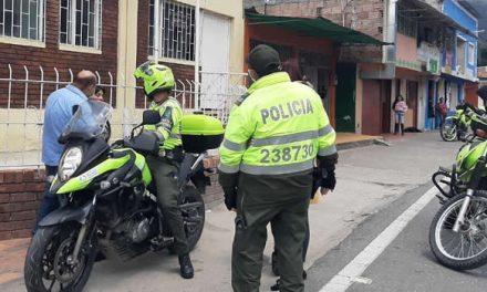 """Policía de Soacha refuerza  campaña """"Yo me quedo en casa"""""""