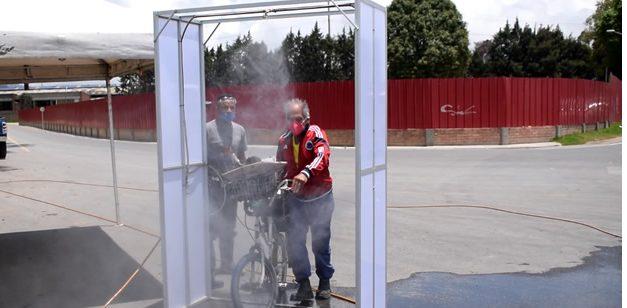 Sibaté previene el Covid con cámaras de desinfección operadas por infractores de cuarentena