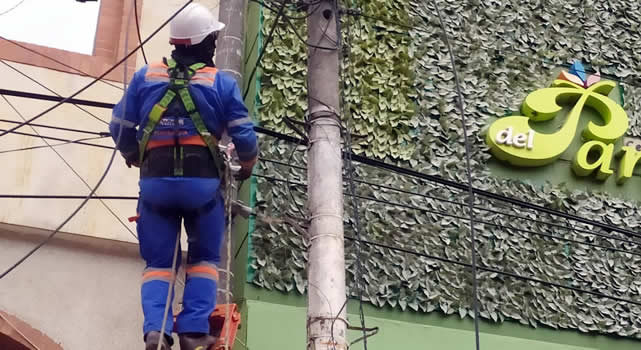 """Enel-Codensa suspende energía a """"colgados"""" en el centro de Soacha"""