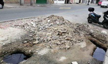 Empresa de Acueducto rompe vía  en Soacha  y seis meses después sigue igual