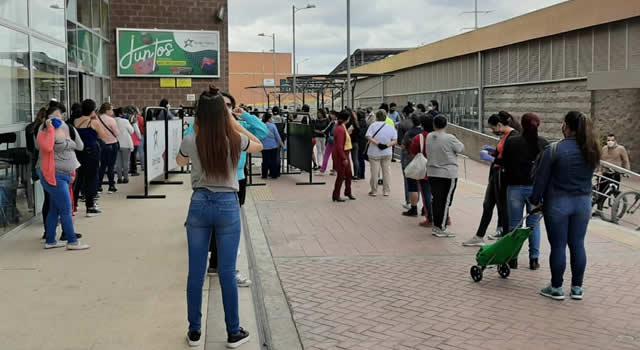 No cesan las aglomeraciones de personas en las calles de Soacha