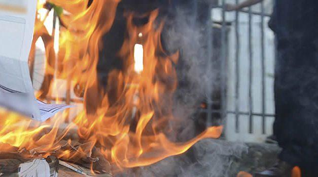 Con la quema de facturas, Soacha le dice no al atropello de las empresas de servicios públicos