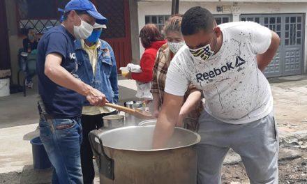 Sancocho comunitario en barrio de Soacha para los afectados por la pandemia