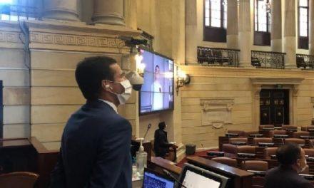 En primer debate se aprueba congelar salario de congresistas