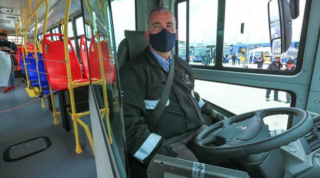 Comienzan a operar 64 de los 320 nuevos buses zonales en Bogotá, hay ofertas de empleo