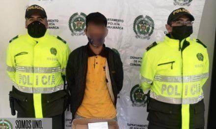 Capturan cuatro sujetos por porte ilegal de armas en Soacha, uno de ellos agredió a dos policías