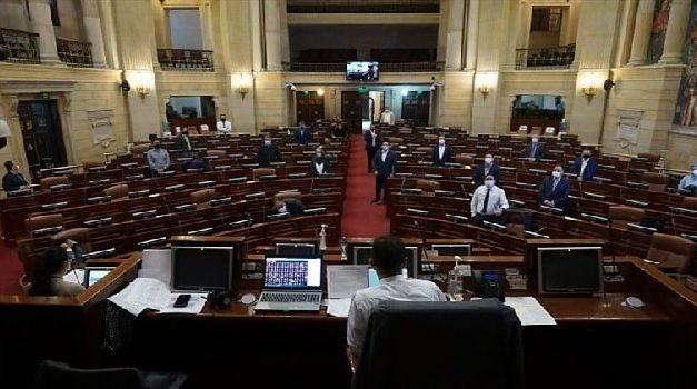 """Cepeda propone quitar el adjetivo """"honorable"""" a los congresistas"""